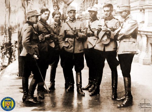 7-Ofiterii-Div-1-8-Obuziere-Armata-Romana-la-Budapesta-1919-Foto-Roncea-Ro-Ziaristi-Online-Arhivele-Nationale