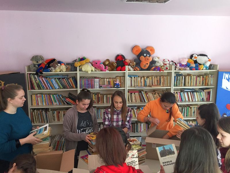 Actualitatea donatie carti scola balint Lugoj 002