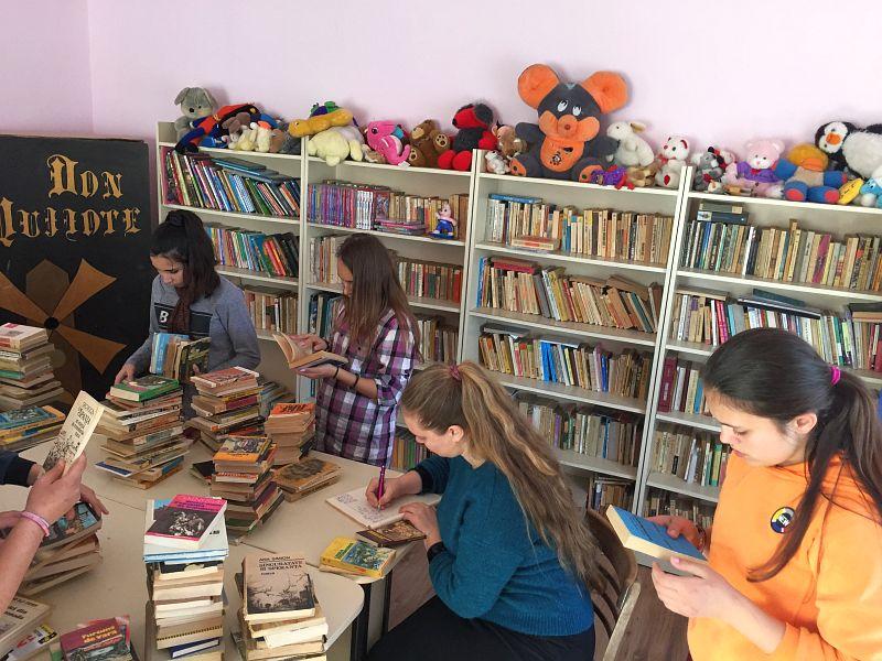 Actualitatea donatie carti scola balint Lugoj 004