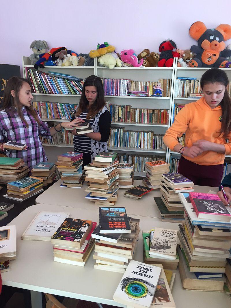 Actualitatea donatie carti scola balint Lugoj 007