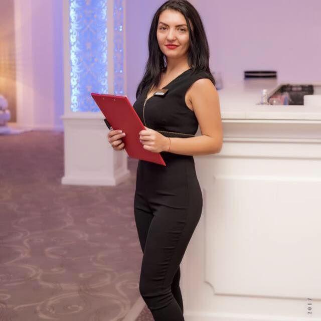 hostess 2