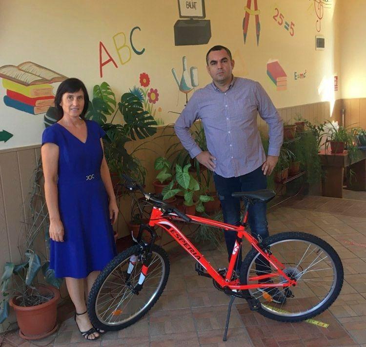 Biciclete pentru cei mai buni elevi din Balint si Bethausen 002